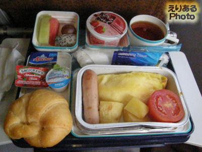 成田へ向かうガルーダインドネシア航空機機内食・洋食