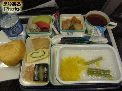 成田へ向かうガルーダインドネシア航空機機内食・和食