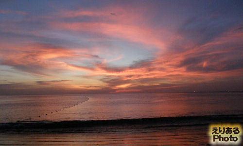 バンタオビーチから見たアンダマン海の夕焼け